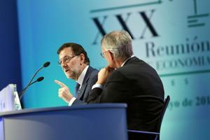 Rajoy clausura la reunión del Cercle dEconomia, junto al presidente de la entidad, Antón Costas.