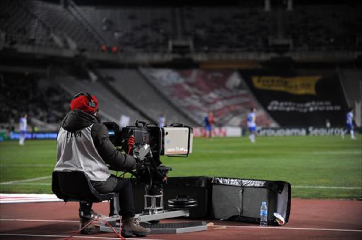 Retransmisión televisada de un partido de la Liga.
