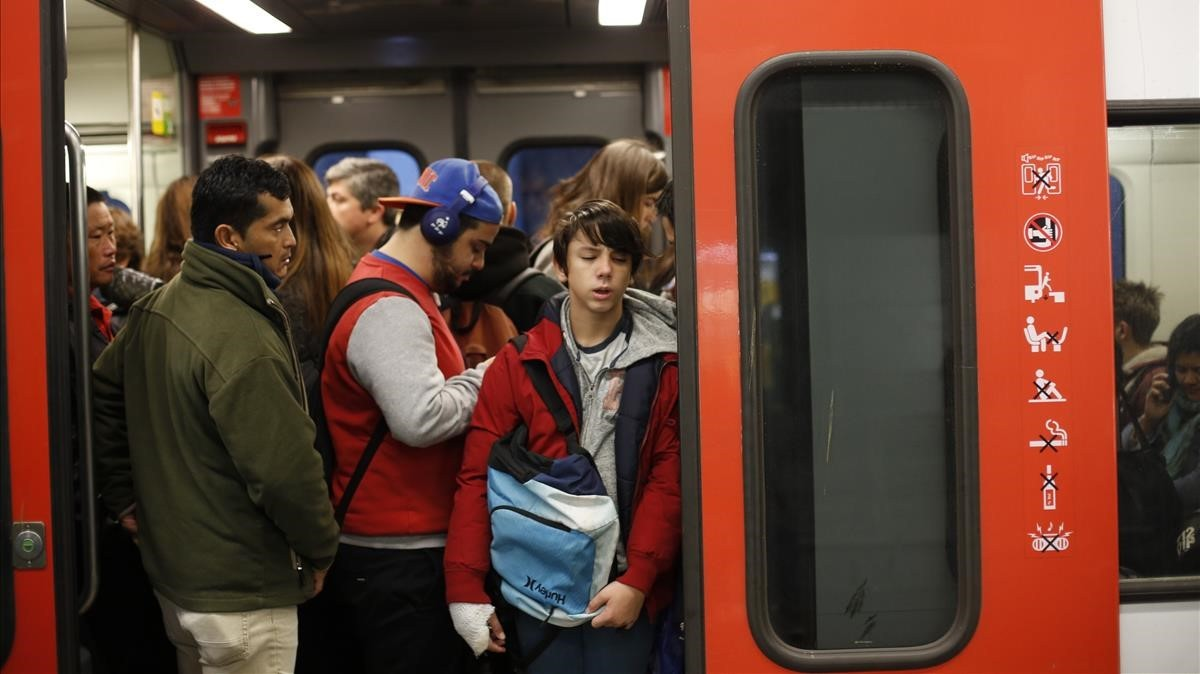 Retrasos en la S1 dirección Terrassa, enlos FGCde la estación de Gràcia.