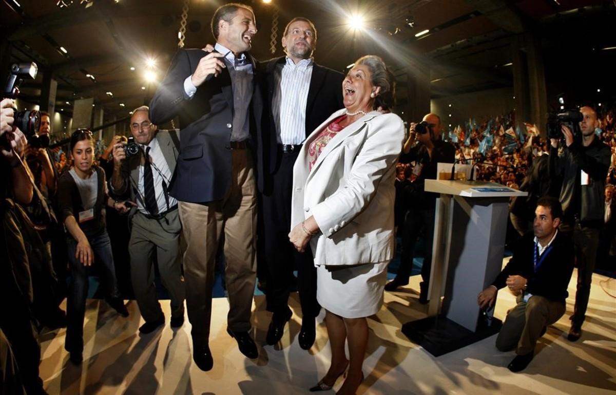 Rajoy, Camps y Barberá saltando en un acto electoral del 2007.