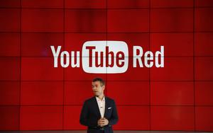 Robert Kyncl, responsable de Youtube, presenta servicios de pago de la plataforma de vídeos, este miércoles.