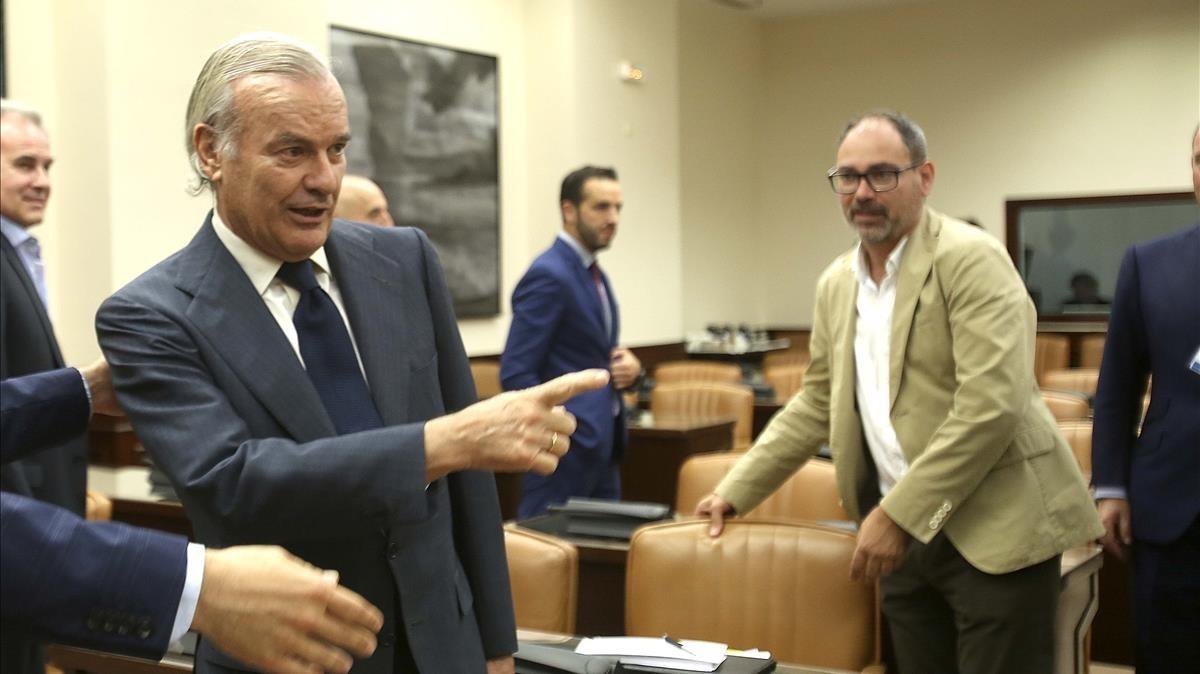 Rodrigo Echenique, vicepresidente del Santander y presidente del Popular, en la comisión de investigación de la crisis en el Congreso.