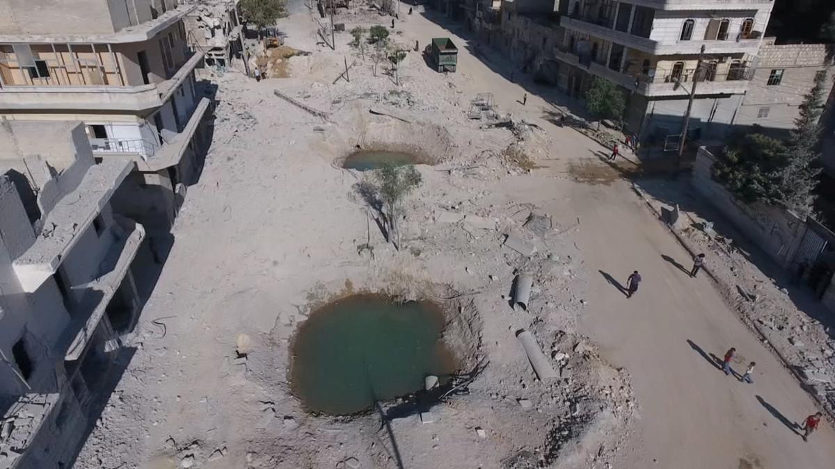 Cráteres dejados por las bombas rusas en Alepo.