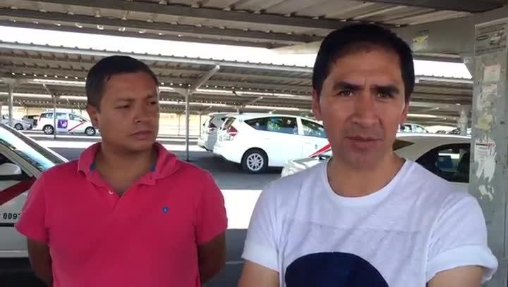 Hugo, taxista ecuatoriano que trabaja en Madrid, teme entramparse por una licencia.