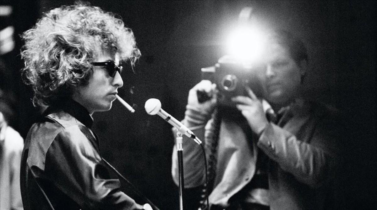 Un joven Bob Dylan, en un momento del documental 'Don't look back'.