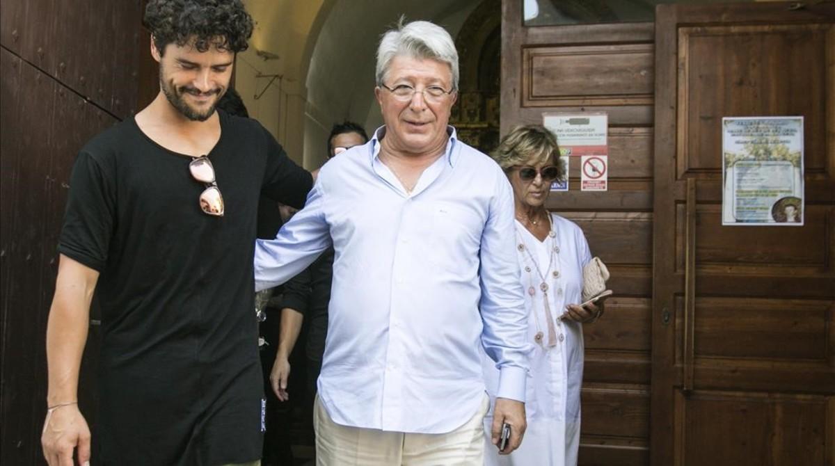 El torero Miguel Abellán y el presidente del Atlético de Madrid, Enrique Cerezo.