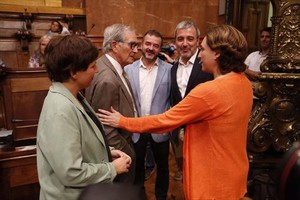Trias (izquierda), Bosch, Collboni y Colau, en un pleno municipal.