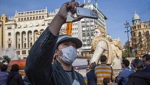 Turistas asiáticos durante las fallas de València, el pasado día 21.