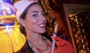 Denuncian a una discoteca en Madrid por tener azafatas semidesnudas con disfraces de enfermeras