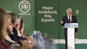 El vicesecretario de autonomías del PP, Javier Arenas, durante la interparlamentaria popular de Andalucía.
