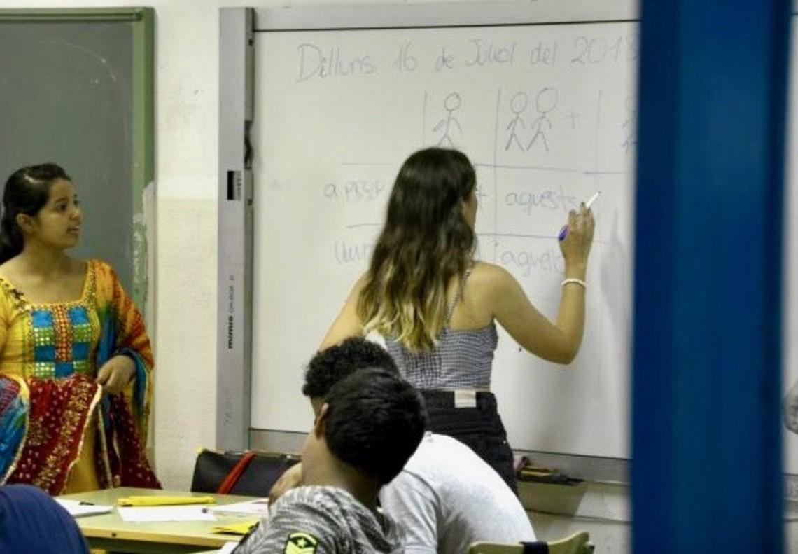 Unos 40 jóvenes de primaria y secundaria recibirán clases de catalán durante verano en L'Hospitalet