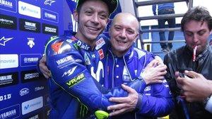 Valentino Rossi y Luca Cadalora se han despedido hoy, en Jerez, con este abrazo.