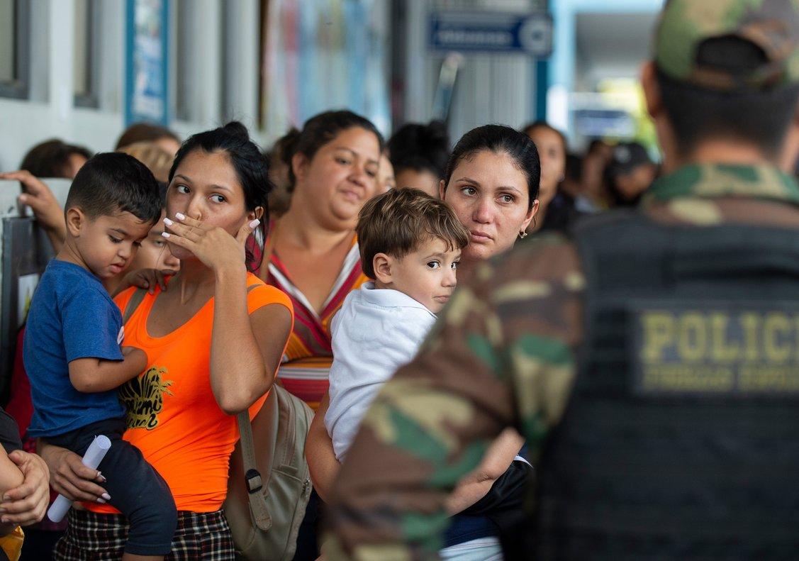 Ante la alta demanda de atención, la oficina de Migraciones informó de que se han habilitado mas de 30 módulos de control migratorio.
