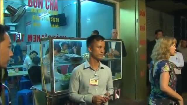 La visita sorpresa de Obama a un popular restaurante de Hanói.
