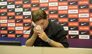 Xavi Pascual, emocionado, en la rueda de prensa en la que se ha despedido del primer equipo del Barça de baloncesto.