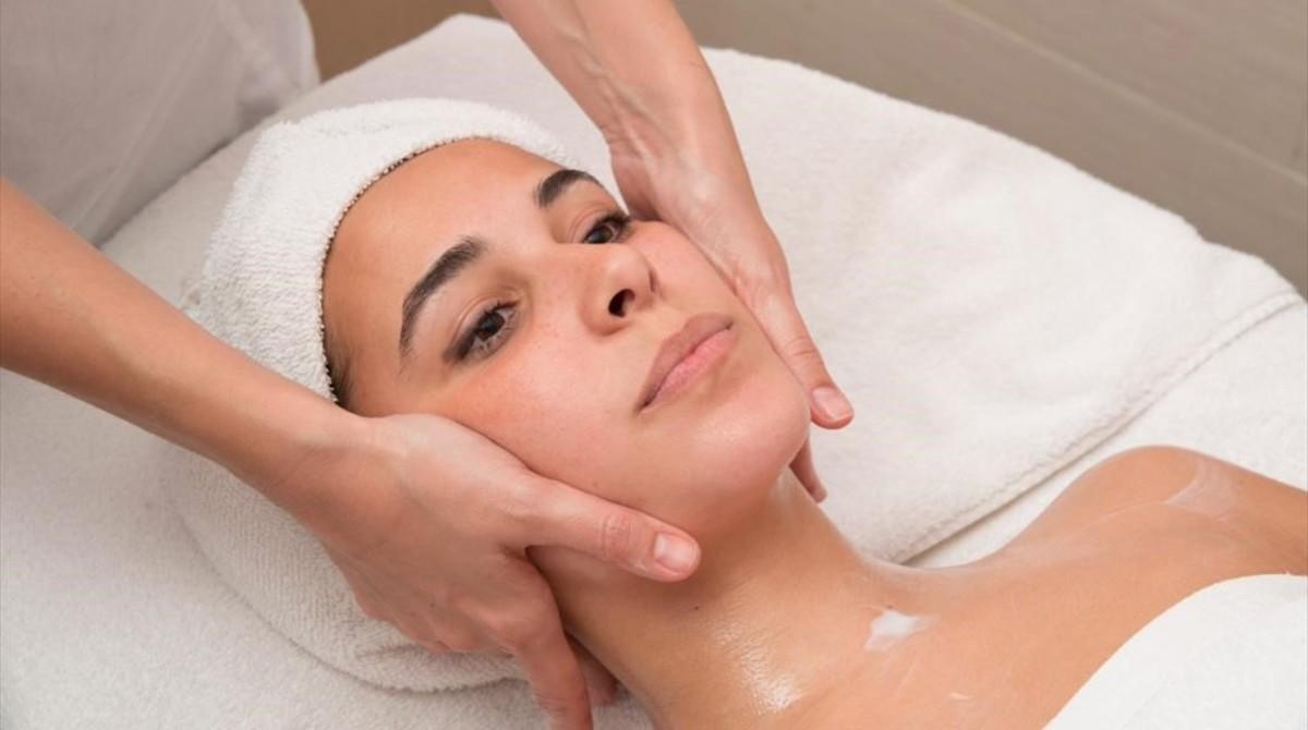 Preparación para un tratamiento facial.