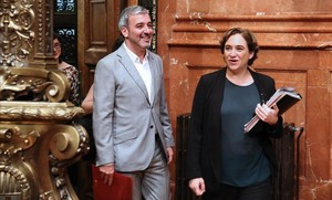 La alcaldesa Ada Colau, con jaume Collboni en el ayuntamiento de Barcelona.