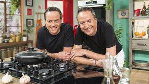 Los chefs Sergio y Javier Torres, en el programa de TVE-1 Torres en la cocina.