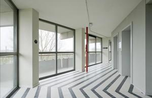 Interior del edificio de viviendas de Ámsterdam ganador del Premio Mies van der Rohe 2017.