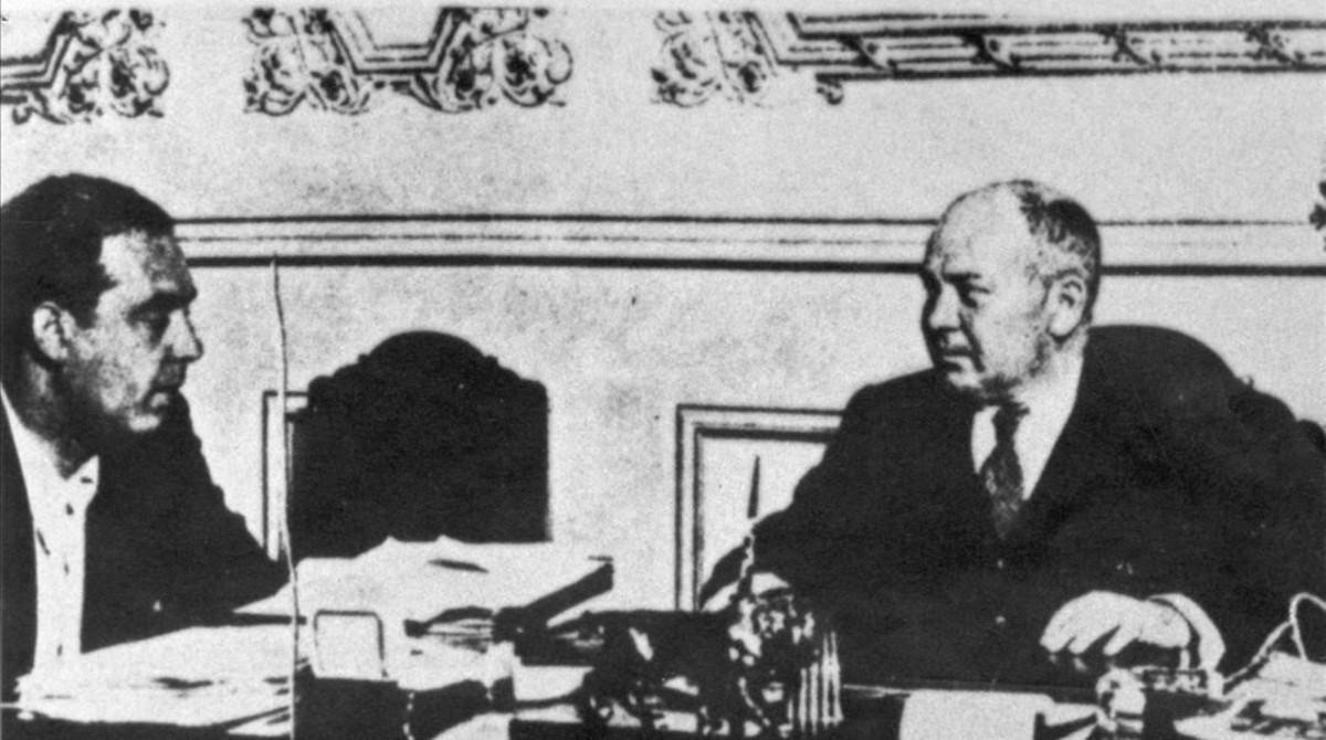 Joan Peiró (derecha), en su corta etapa como ministro de Industria.
