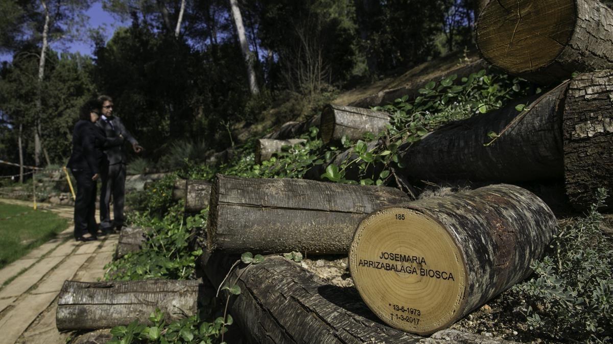 El tramo ya construído del Camí del bosc en el cementerio Parc de Roques Blanques, este martes.
