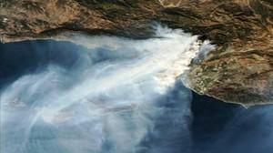 Emergència a Califòrnia pels focs que amenacen milers de cases