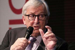 Juncker interromp les seves vacances per ser operat d'urgència