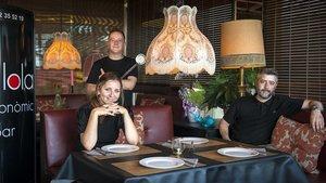 Los tres socios de Sa Lola: Rafa Salinas (de pie), Michelle Olde Weghuis y Albert Mir.