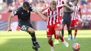 El partido entre el Girona y el Alcorcón se disputó con el balón rosa.