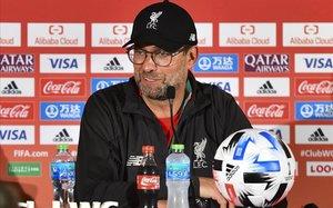 El entrenador del Liverpool, duranate la rueda de prensa en víspera de la final contra el Flamengo.