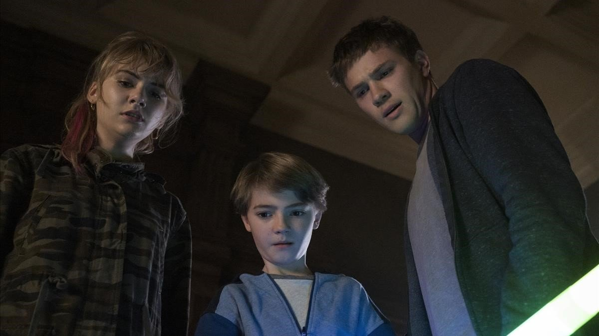 Emilia Jones, Jackson Robert Scott y Connor Jessup en 'Locke & Key'.