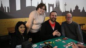 De izquierda a derecha, Marcel·la, Rosana, Rubén Sánchez Ruiz, el portavoz de la entidad,y Román Álvarez, el pasado miércoles.