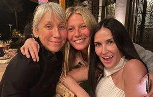 Gwyneth Paltrow, con Demi Moore y Alexandra Grant.