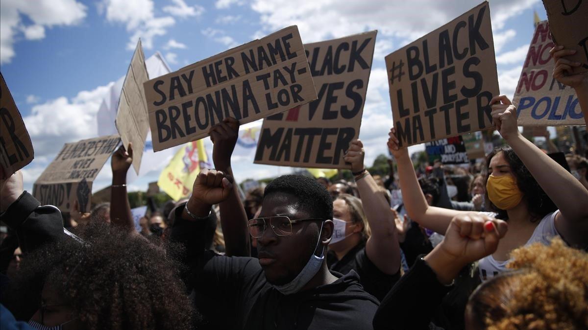 Manifestación en París contra el racismo de las fuerzas policiales, este sábado.