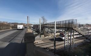 Puente metálico de la calle Santander, a su paso por las vías del tren