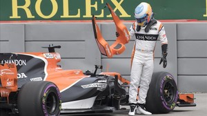 jmexposito38816550 mclaren driver fernando alonso of spain steps out of his c170609205500