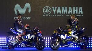 Maverick Viñales y Valentino Rossi se presentaron hoy, en Madrid, con sus nuevas Yamaha.