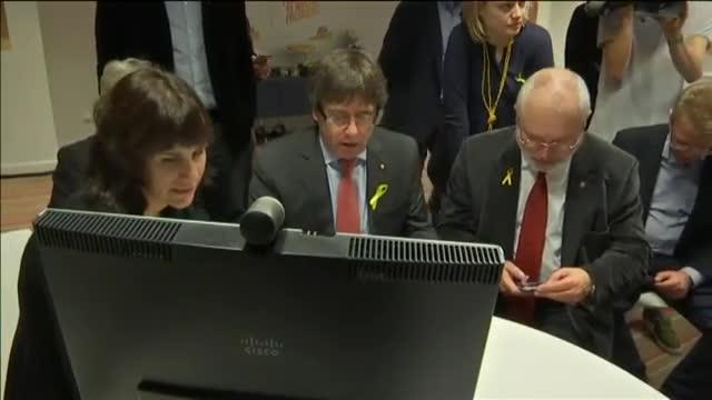 Clara Ponsatí i Lluís Puig renuncien a les seves actes des de Brussel·les per assegurar la majoria independentista