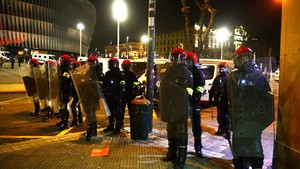 rpaniagua42281684 basque riot police the ertzaintza stand guard outside san 180223170717