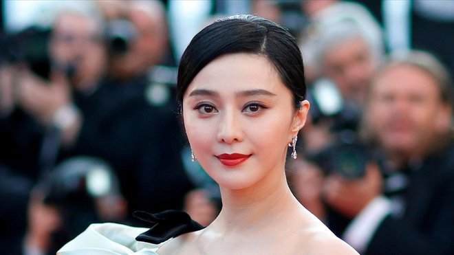 Impone China enorme multa fiscal a actriz de 'X Men'