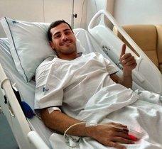 Iker Casillas en el hospital de Oporto en el que se recupera del infarto que sufrió.