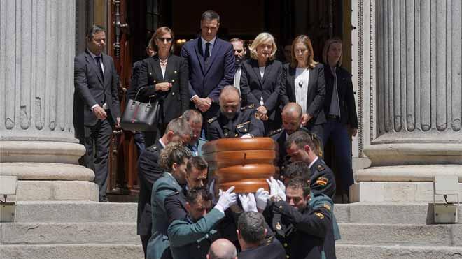 El poder polític de les últimes quatre dècades acomiada Rubalcaba