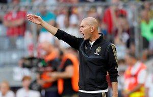 Zinedine Zidane, técnico del Madrid, durante el amistoso ante el Tottenham.