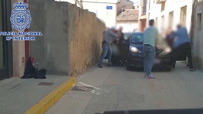 Desmantellen dos grups violents que atracaven bancs i botigues a Madrid