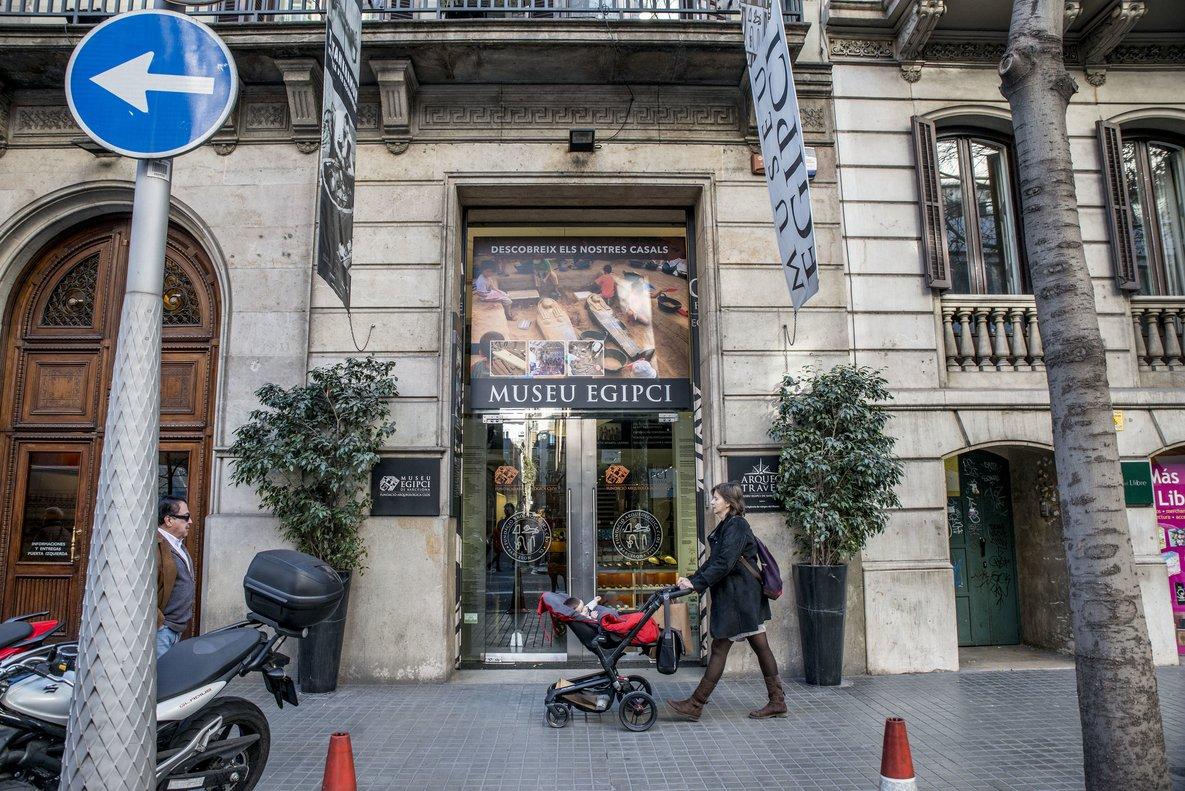 La entrada del Museu Egipci de Barcelona.