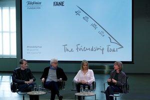 De izquierda a derecha, los autores británicos Lee Child, Ken Follet, Jojo Moyes y Kate Mosse comparecen en rueda de prensa dentro de la gira The Friendship Tour para apoyar la causa europeísta y en contra del 'brexit', este martes en Madrid.