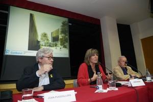 La alcaldesa de LHospitalet, Núria Marín, y Joan Puigdollers -CatSalut- en el acto de presentación del nuevo CAP de Santa Eulàlia
