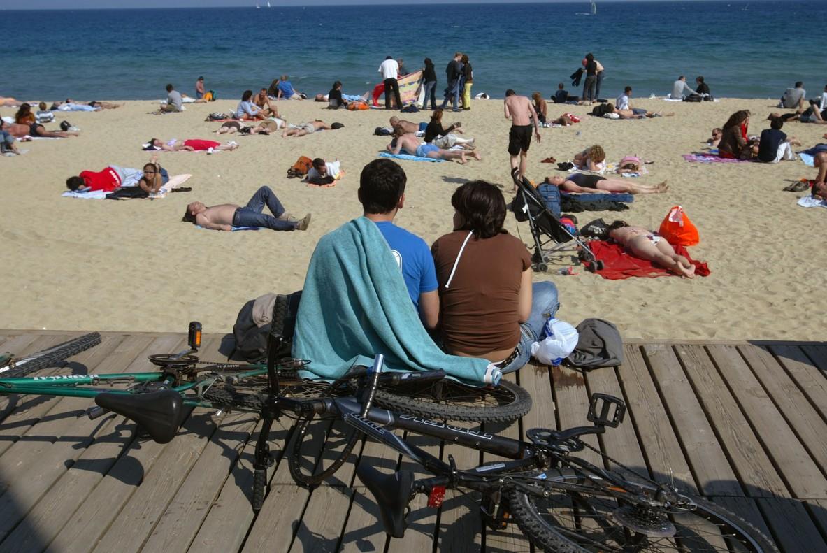 Ambiente de playa en la Barceloneta.