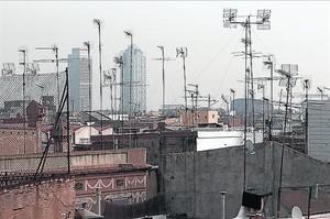 Antenas colectivas en un terrado de Barcelona.