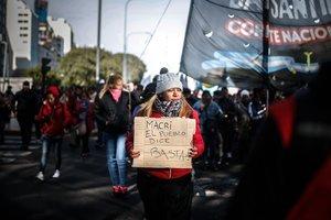 Protestas masivas encontra del gobierno de Mauricio Macri enArgentina.